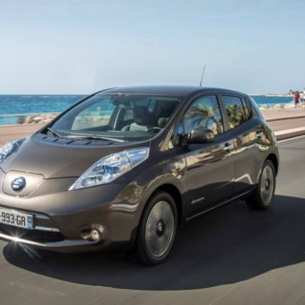 2017-Nissan-Leaf-front-view-headlights-grille-and-alloy-wheels