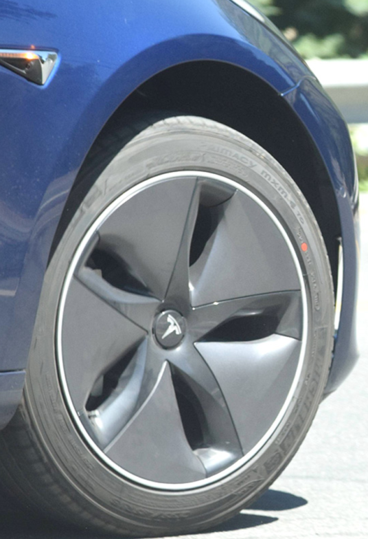 Aero Wheels For Tesla Model 3 Looks Great Without Caps